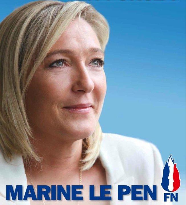 21808-marine-le-pen-fond-bleu