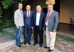 Da sinistra, nella foto: Ricky Filosa, direttore Italiachiamaitalia.it, Angelo Viro, vicepresidente Casa de Italia, viceministro degli Esteri Giro, Paolo Dussich, presidente Comites Panama