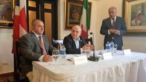 Da sinistra, nella foto: Paolo Dussich, presidente Comites di Panama, viceministro Giro e Angelo Viro, vicepresidente Casa de Italia