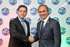 Flavio Bellinato, coordinatore MAIE RD, stringe la mano all'On. Ricardo Merlo, presidente MAIE