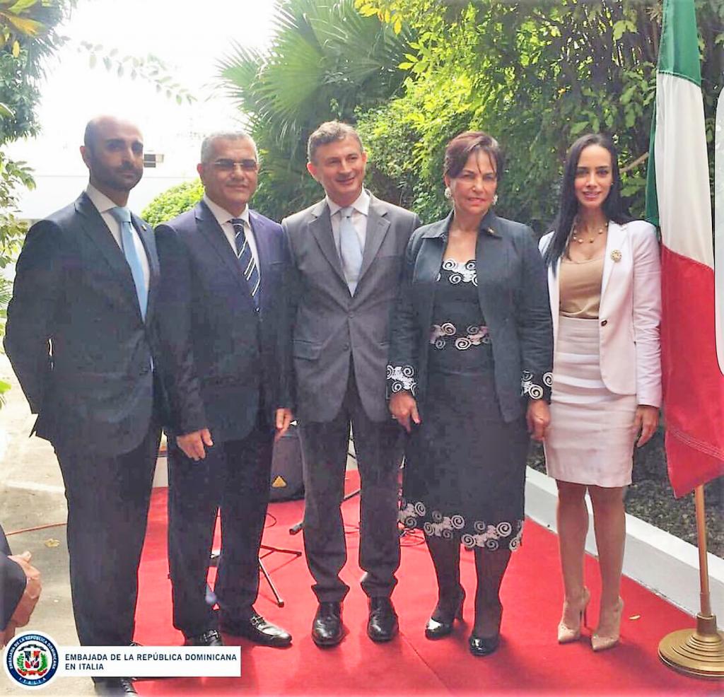 Al centro, nella foto, l'Incaricato d'Affari Livio Spadavecchia. Alla sua destra, Peggy Cabral, ambasciatore della RD in Italia