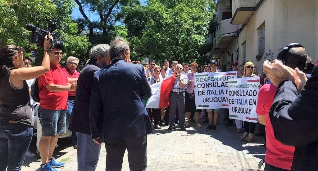 Manifestazione MAIE a Montevideo per la riapertura del Consolato italiano