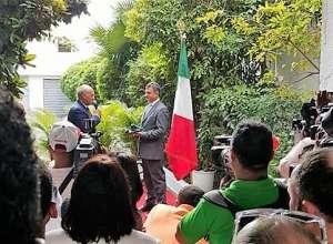 Angelo Viro, consigliere Comites in quota MAIE, e il dott. Livio Spadavecchia, Incaricato d'Affari, durante l'evento per la riapertura dell'Ambasciata d'Italia a Santo Domingo - 1 febbraio 2016
