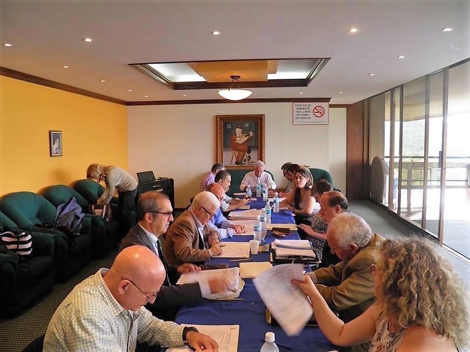 Foto scattata da Umberto Calabrese a Mauro Monciatti (secondo da destra con giacca nera e occhiali ndr), durante il Comites del 14 maggio; un toscano della provincia di Siena, di Sinalunga