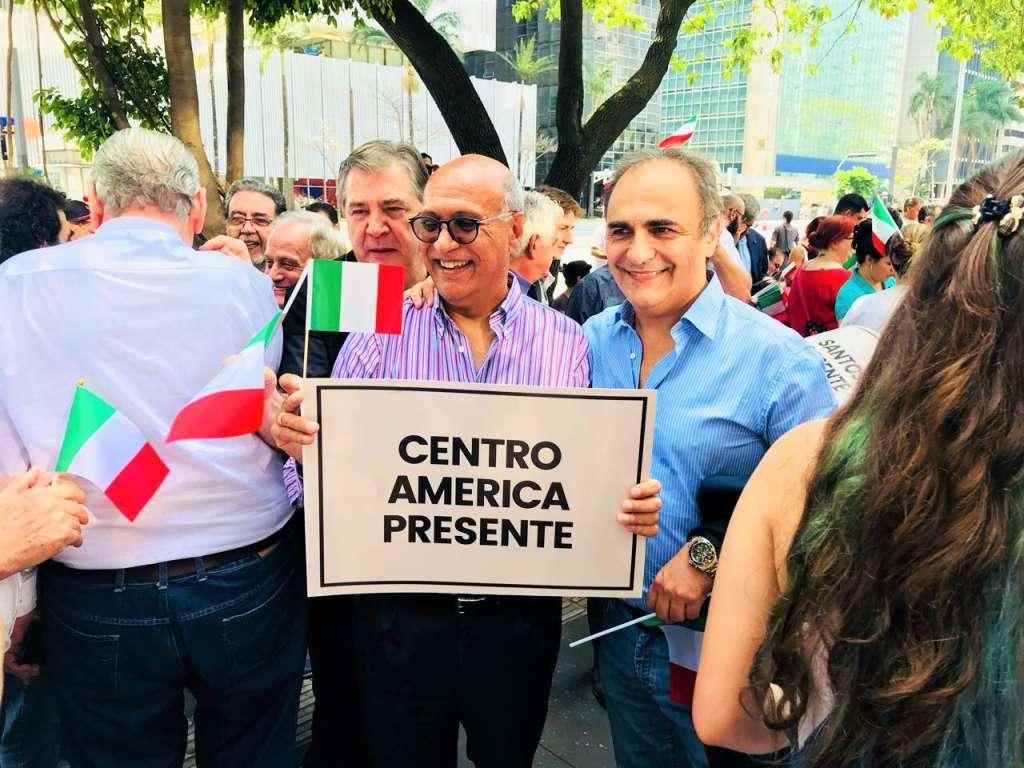 Angelo Viro insieme al presidente del MAIE, On. Ricardo Merlo, durante la manifestazione a San Paolo